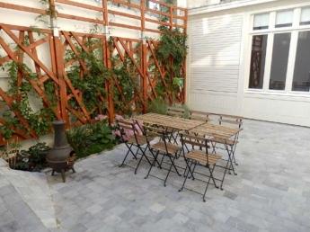 Cour intérieure à Lille - mobilier de jardin